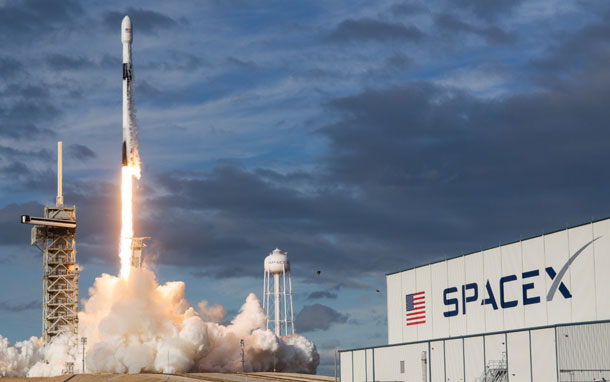 एलन मस्कको स्पेसएक्सले अन्तरिक्षमा गाजाँ पुर्याउने