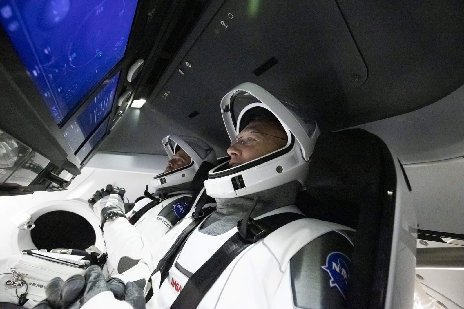स्पेसएक्सको पहिलो मानवसहितको अन्तरिक्ष प्रक्षेपण रोकियो, आगामी शनिबार फेरी प्रक्षेपण हुने