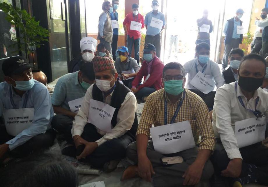 नेपाल टेलिकमको केन्द्रिय कार्यालयमा धर्ना बसेका कर्मचारीहरुको यस्ता छन मागहरु