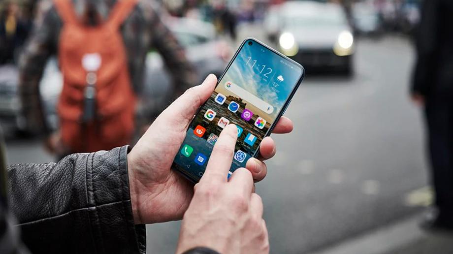स्मार्टफोन ह्याङ्ग हुने समस्या भोगिरहनुभएको छ ? त्यसोभए यी ८ उपायहरु अपनाउनुस्