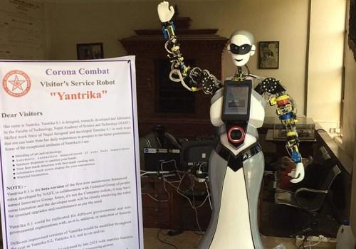 नास्टले बनायो मास्क नलगाएको व्यक्तिलाई मास्क र सेनिटाइजर दिने रोबोट 'यान्त्रिका'