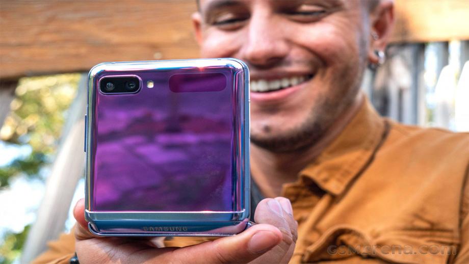 सामसङले जेड फ्लिप स्मार्टफोन ८ रंगमा ल्याउने