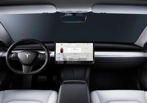 टेस्लाद्वारा इन-कार क्यामरामार्फत् अटो पाइलट ड्राइभरको अनुगमन गर्न शुरु