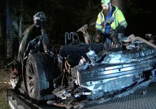 टेस्लाको कार दुर्घटना हुँदा अटो पाइलट अफ थियो: प्रारम्भिक रिपोर्ट