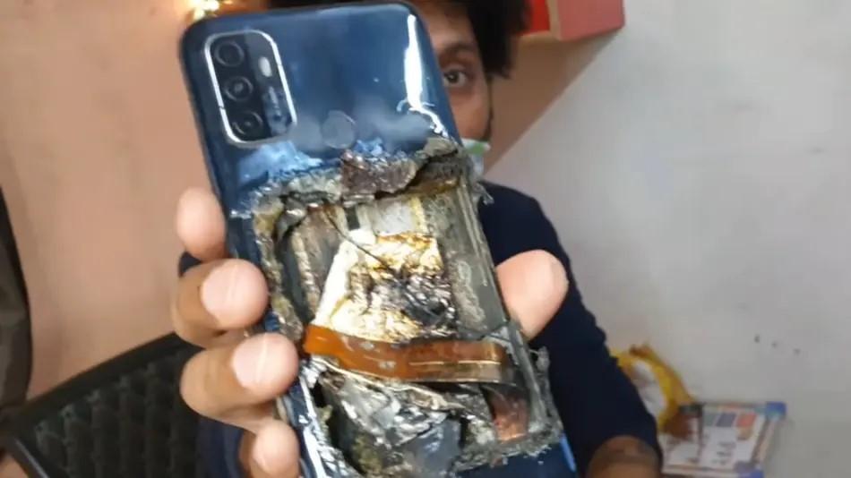 जब अटो चलाईरहेको बेलामा गोजीमा ओपो ए५३ स्मार्टफोन पड्कियो