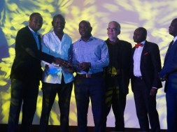 L- R: Ibrahim Mohammed, Director, Business Development for Africa; Michael Simeon, Co-founder/CEO), Geoffrey Weli-Wosu, Co-founder/Director, marketing, legal and compliance; Daniel Steeves, Board Advisor; and Ogunlade Oluwole, Head, Digital Media all of VoguePay Limited with Mr. William Mathew Tevie, Director General, National Communication Authority of Ghana during the presentation of  the 'Best Emerging Online Payment Platform in Africa' award to Voguepay.com at the African Information Technology and Telecom Awards (AITTA) 2016 held in Accra, Ghana at the weekend.