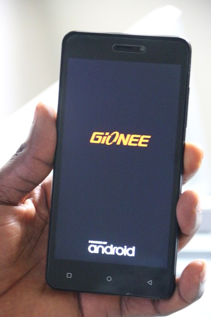 Physical appearance of Gionee P5W showing its 5.0 inch screen