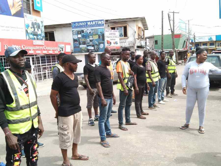 Ahead of today's failed attack to invade the market, Mrs Abisola Azeez, Iyaloja of Ikeja Computer Village is seen on the right of photo speaking with security personnels put in place this week following the #EndSARS protests in Lagos and other parts of the country