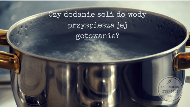 Czy dodanie soli do wody przyspiesza jej gotowanie?