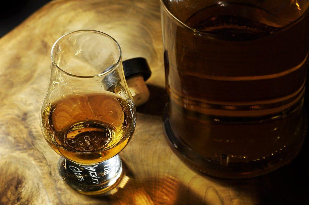 różnica whisky bourbon brendy
