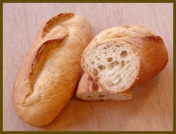 Une image contenant alimentation, table, pain, sandwich Description générée avec un niveau de confiance très élevé