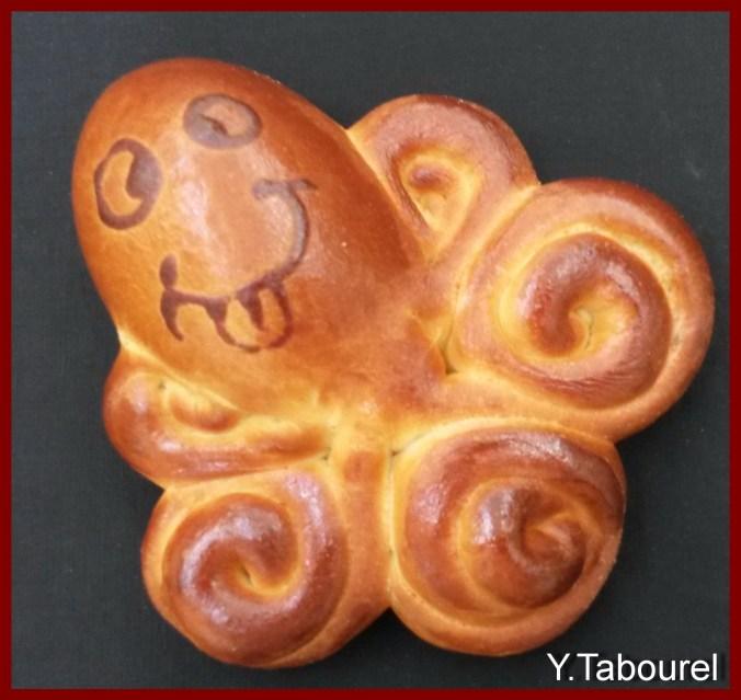 Une image contenant orange, pain, alimentation, intérieur Description générée avec un niveau de confiance élevé