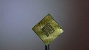 Une micropuce informatique.
