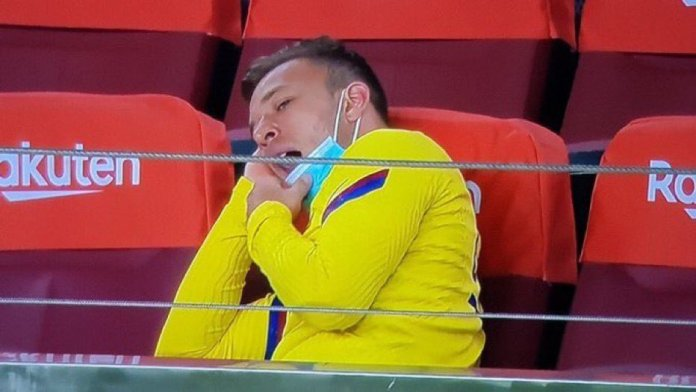 Arthur refuses back to get back to training, Barcelona opens disciplinary proceedings