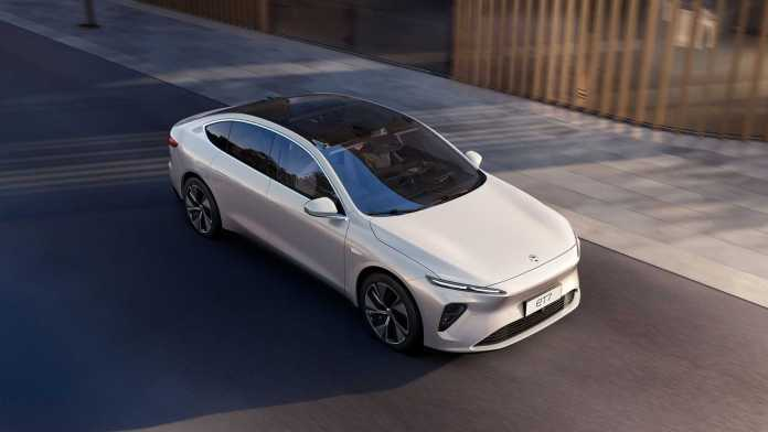Nio unveils its sedan ET7 with a solid-state battery option