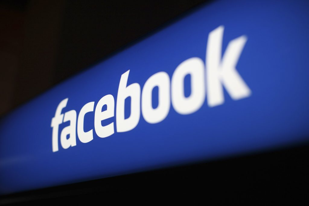 Facebook hires Google silicon bigwig, but why?
