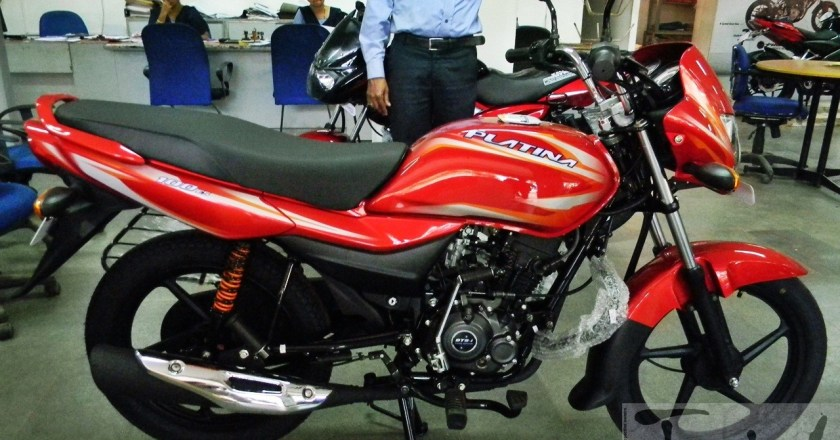 Spied: 2015 Bajaj Platina 100 ES spotted undisguised at dealer