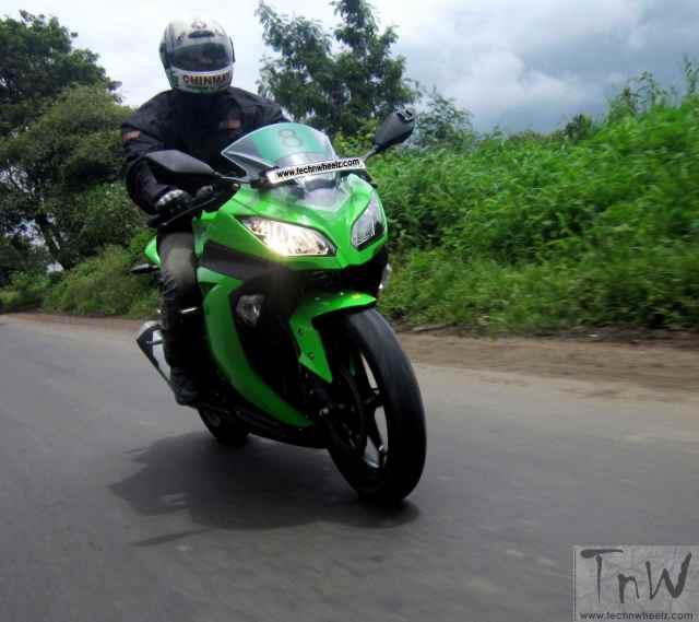 Kawasaki Ninja 300 (10)