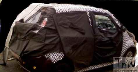 Mahindra e2o 4-door spy pics (2)