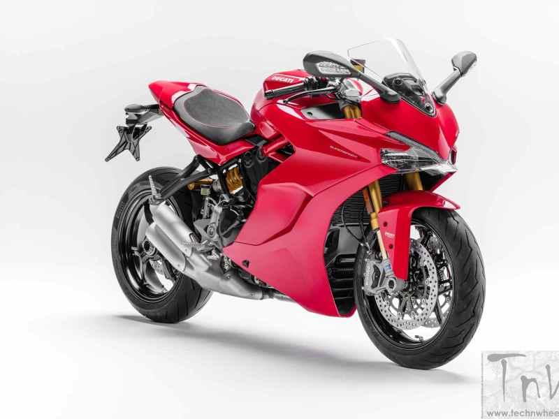 INTERMOT 2016: Ducati unveils SuperSport and SuperSport S
