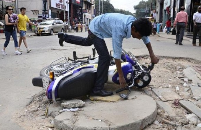 Potholes killed 10 daily in 2017. Blame game continues