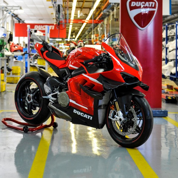 Ducati Superleggera V4 001/500 rolls off the production line of the Borgo Panigale plant