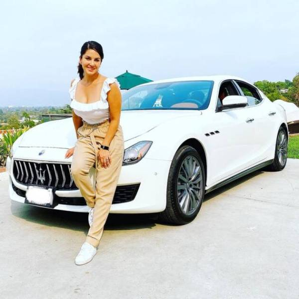 Sunny Leone shows off her new Maserati Ghibli