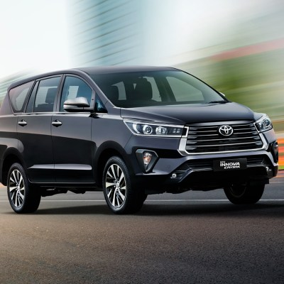 Toyota Innova Crysta facelift launched. Prices start at INR 16.26 lakh