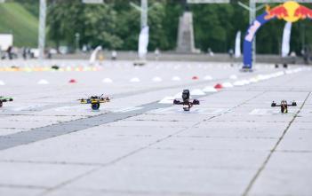 Dronai prieš startą. Gabrieliaus Jauniškio nuotr.