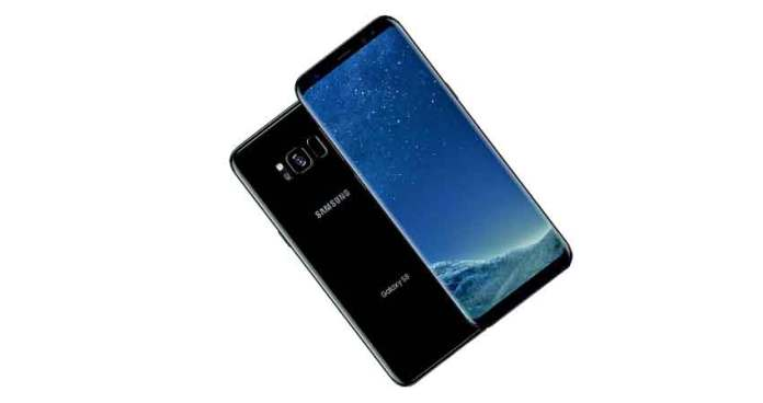 Both the Galaxy S8 and Galaxy S8+ are identical smartphones. But they have different dimensions, battery capacity, and screen size etc. (Photo/Samsung)