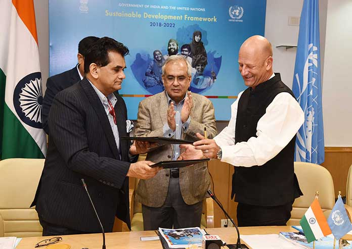 NITI Aayog CEO Amitabh Kant and the UN Resident Coordinator in India, Yuri Afanasiev exchanging the signed documents of the Government of India-United Nations Sustainable Development Framework (UNSDF) for 2018-2022, in the presence of the Vice Chairman, NITI Aayog, Rajiv Kumar, in New Delhi on September 28, 2018. (Photo: PIB)
