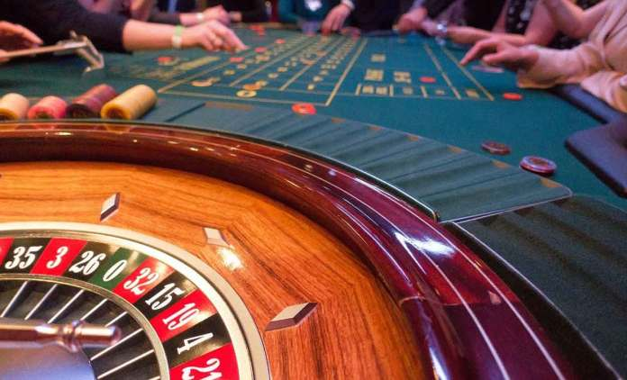 Mobile casinos are only useful if it's compatible with your phone. Even if it's exciting as it can be, a mobile casino that is not compatible with your phone is a waste of time.