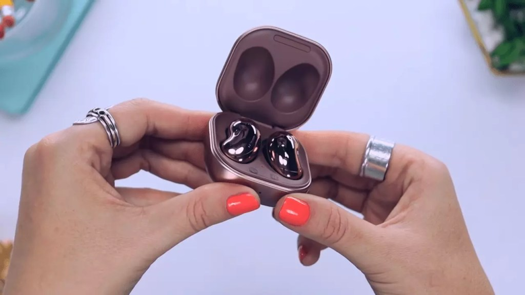 comparison between Oppo Enco X and Samsung Galaxy Buds Live