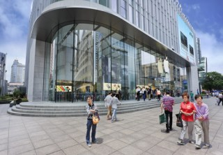 Apple store in Shanghai (image via Shutterstock)