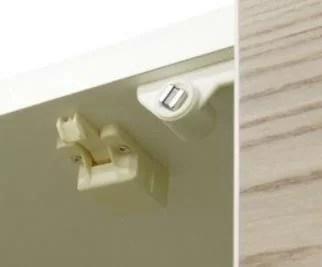 耐震ラッチ付き食器棚