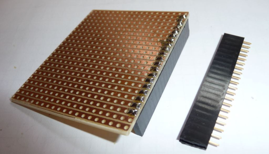 Shield mit einer Buchsenleiste