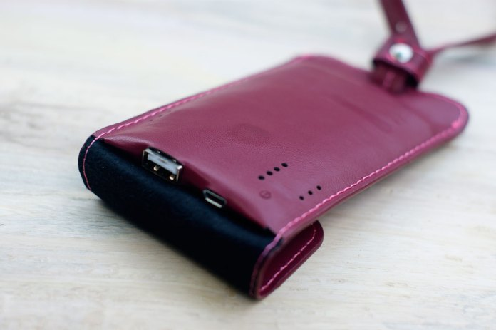 LUXA2 PL1 Leather Power Bank (4)