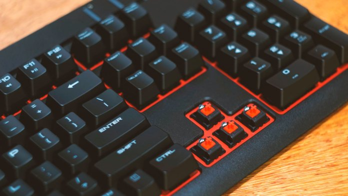 Corsair Strafe Mechanical Keyboard (8)