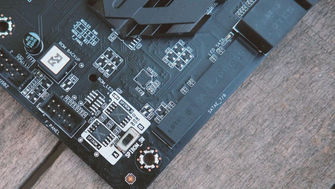 The ECS Z170 LIGHTSABER Motherboard Review | TechPorn