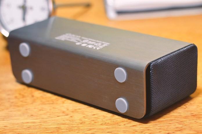 LUXA2 Groovy Wireless Stereo Speaker (9)