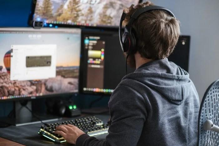 исправить проблемы с заиканием звука в Windows 10