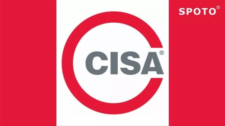 What consists of the course of CISA certification training provided by SPOTO?