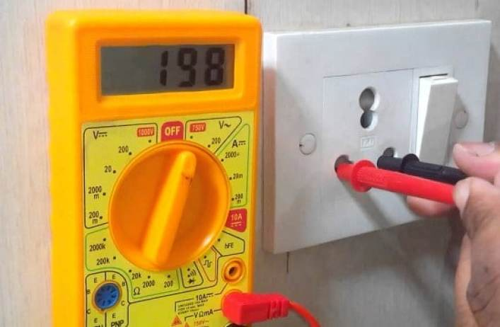 how to use a multimeter to test voltage