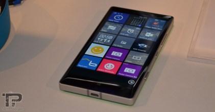 microsoft-dubai-lumia-930-1