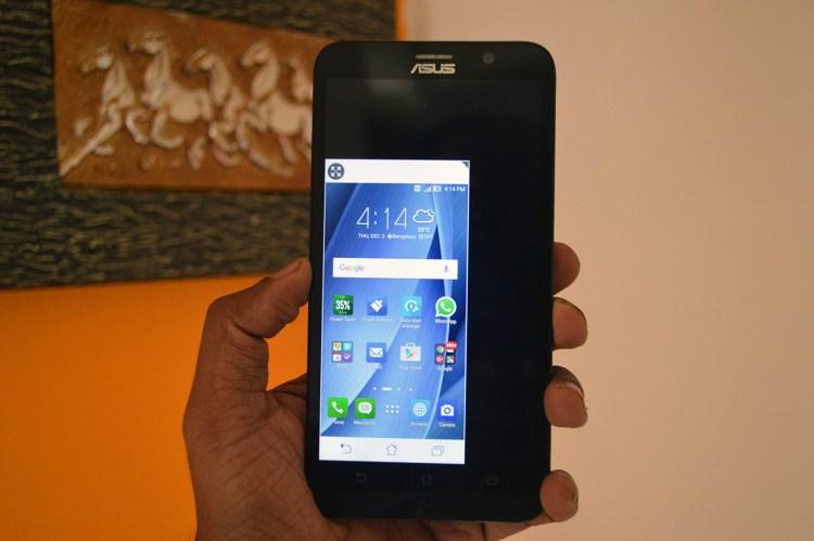 Asus-Zenfone-2-Deluxe-One-hand-operation