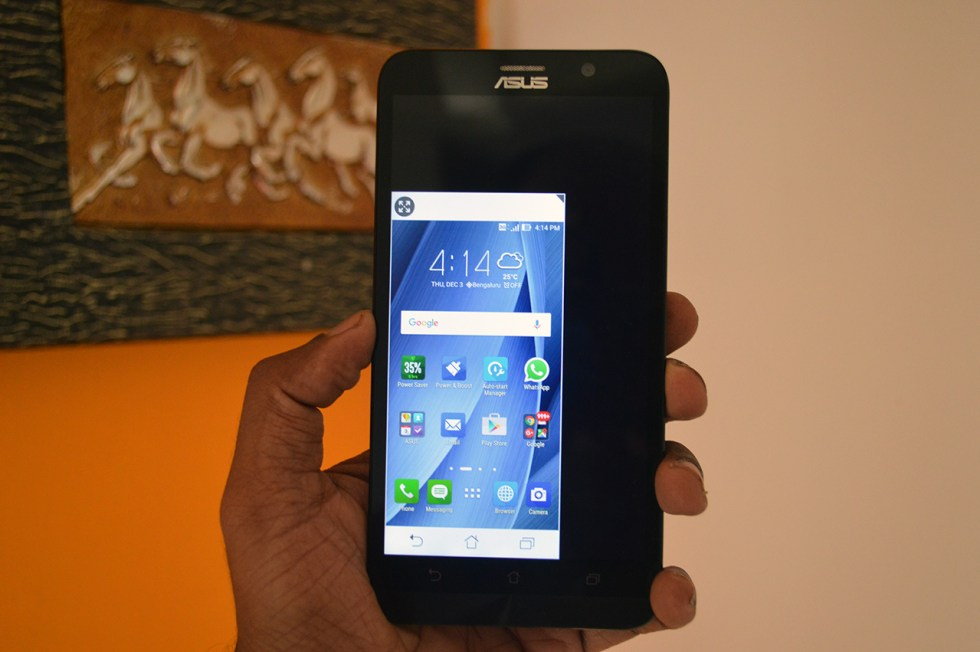 Asus-Zenfone-2-Deluxe-One-hand-operation