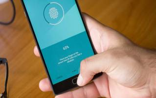 Hacker Developed a New App That Can Scan Fingerprints From Glass To Unlock The Device