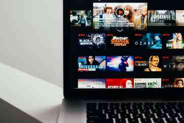 How to watch Netflix with your friends online with Netflix Party