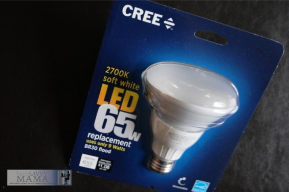LED bulbs and floodlights save money while providing great light in Leticia's kitchen. Read about her kitchen lighting through her #CreatewithCree post.