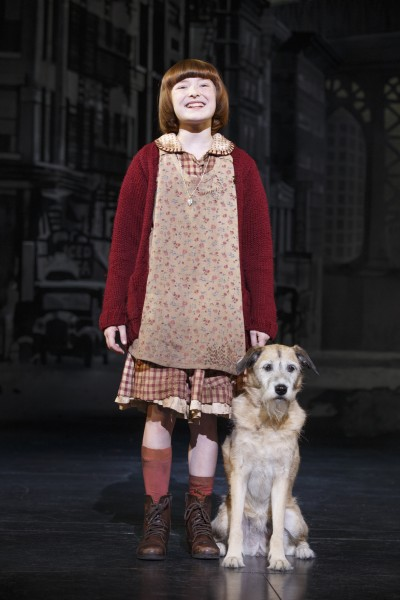 Heidi Gray as Annie and Macy as Sandy in Annie © Joan Marcus